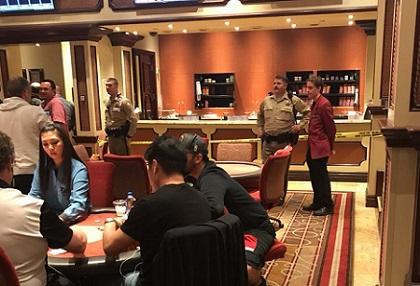 蜗牛扑克:百乐宫扑克室再次被抢,一名警官受伤,罪犯抢救无效死亡!