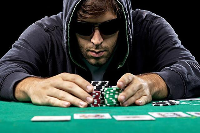 【蜗牛扑克】德州扑克玩法:半诈唬及其实战牌例