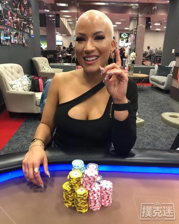 【蜗牛扑克】全明星阵容网络慈善赛:Ebony Kenney折冠